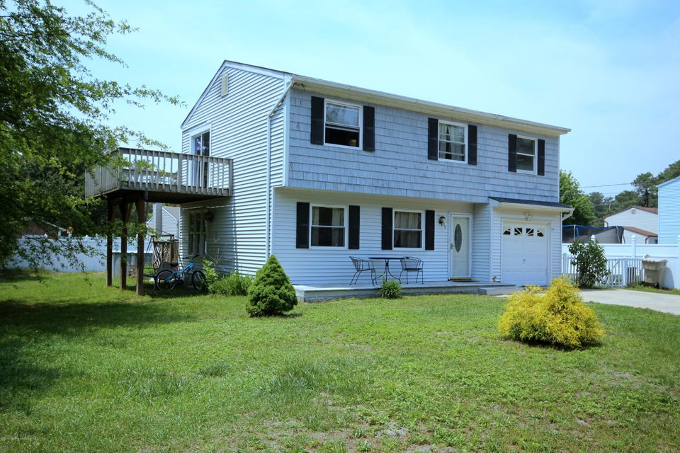 Photo of home for sale at 458 Cleveland Avenue Avenue, Bayville NJ