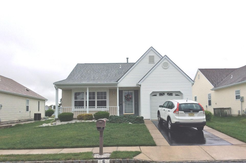 Photo of home for sale at 6 Gwyn Court Court, Toms River NJ