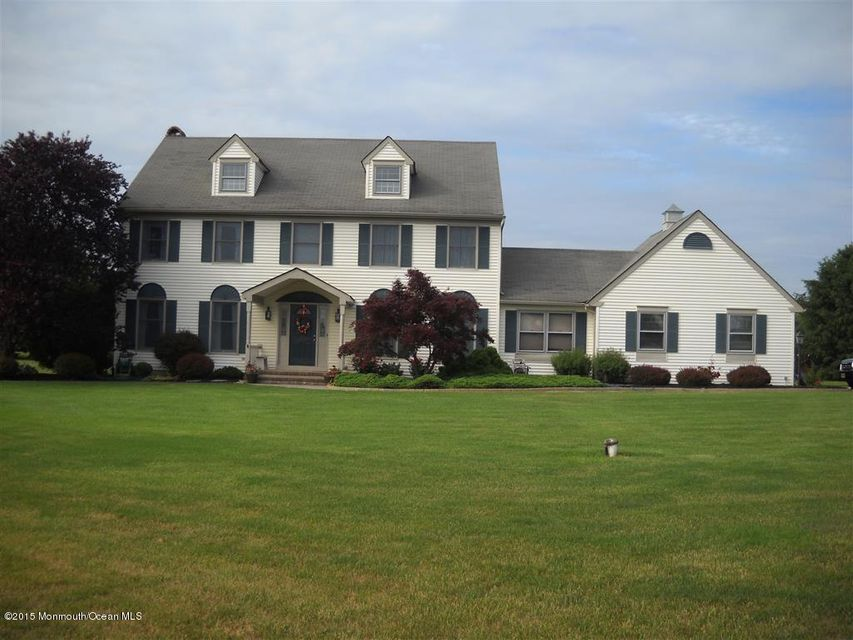Photo of home for sale at 4 Tyler Court Court, Allentown NJ