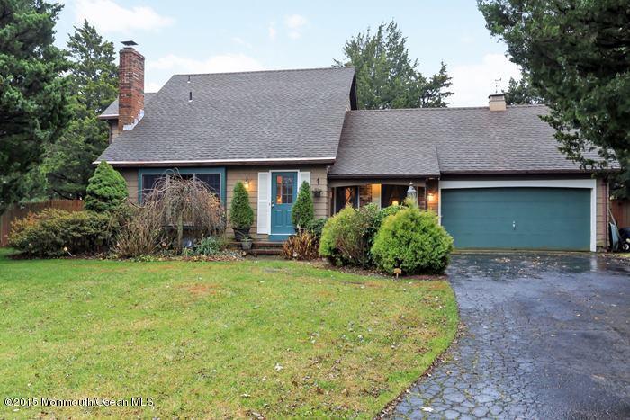 Photo of home for sale at 4 Ditton Lane Lane, Lanoka Harbor NJ