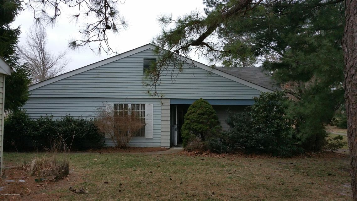 Photo of home for sale at 560 A Malvern Court Court, Manchester NJ