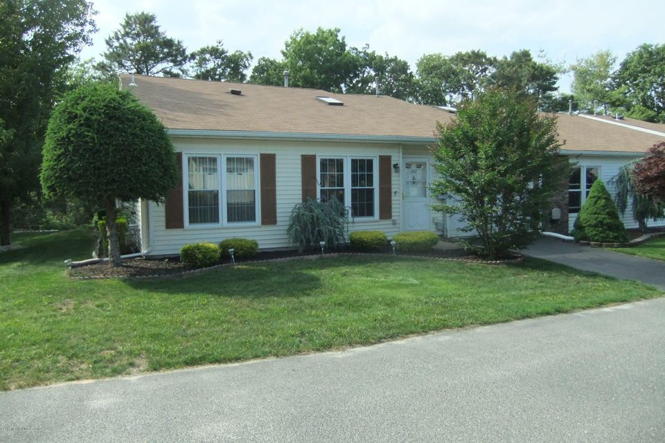 Photo of home for sale at 167 Gayle Court Court, Lakewood NJ