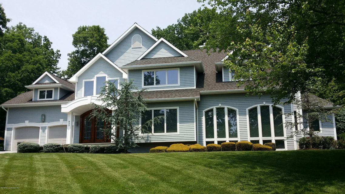 Photo of home for sale at 625 Rolling Hills Drive Drive, Brick NJ