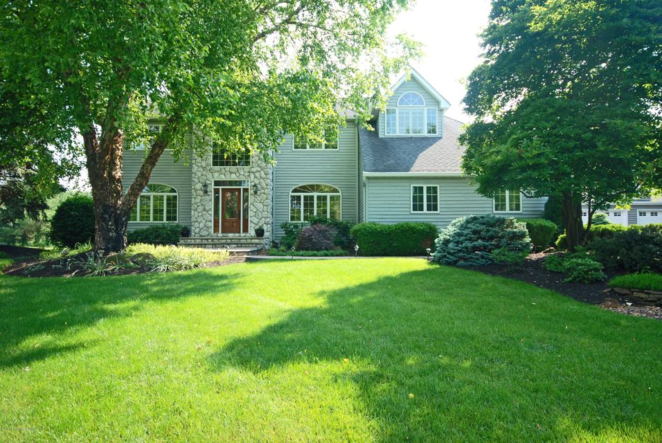 Photo of home for sale at 14 Saddlebrook Road Road, Millstone NJ