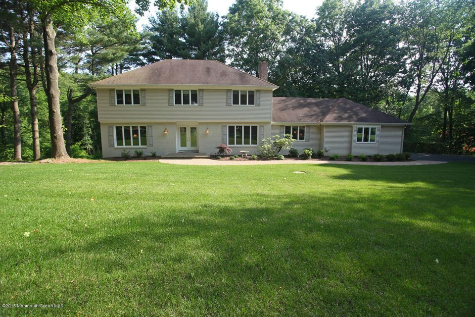Photo of home for sale at 9 Longview Drive Drive, Holmdel NJ