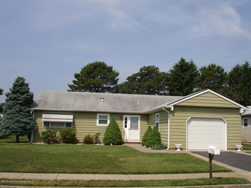 Photo of home for sale at 15 Chateux Lane Lane, Toms River NJ