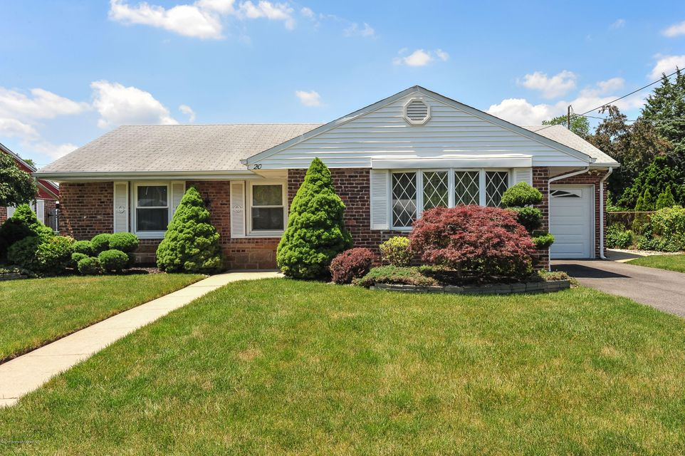 Photo of home for sale at 20 Roger Road Road, Edison NJ