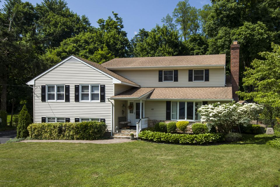 Photo of home for sale at 46 Oaklawn Road Road, Fair Haven NJ
