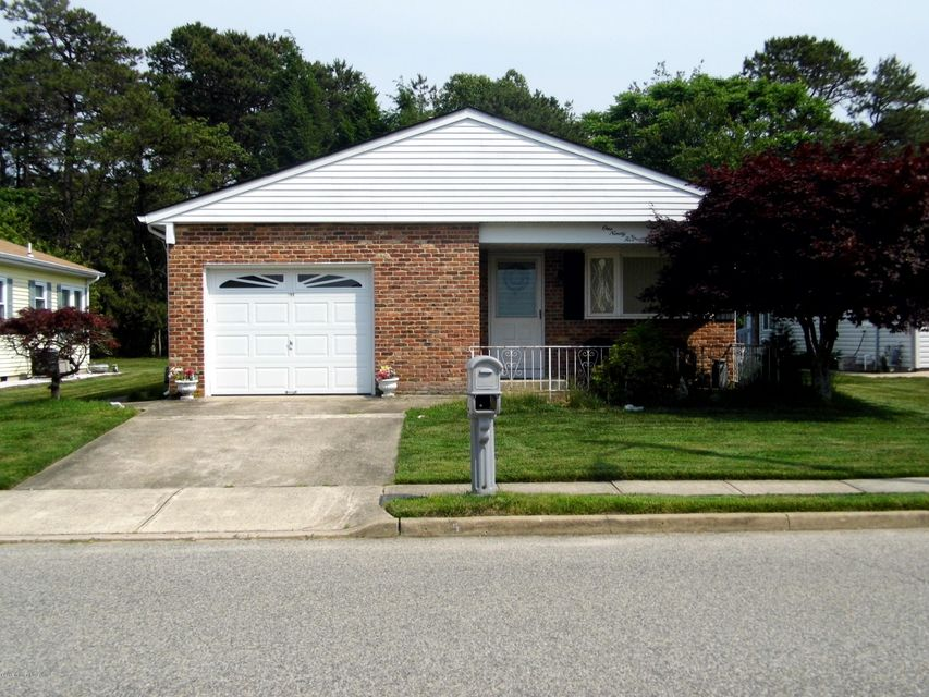 Photo of home for sale at 195 Cabrillo Boulevard Boulevard, Toms River NJ
