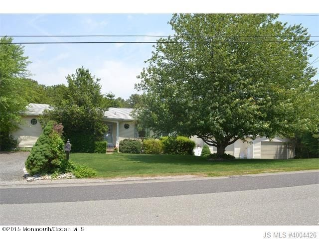 Photo of home for sale at 113 Lubbers Lane Lane, Manahawkin NJ