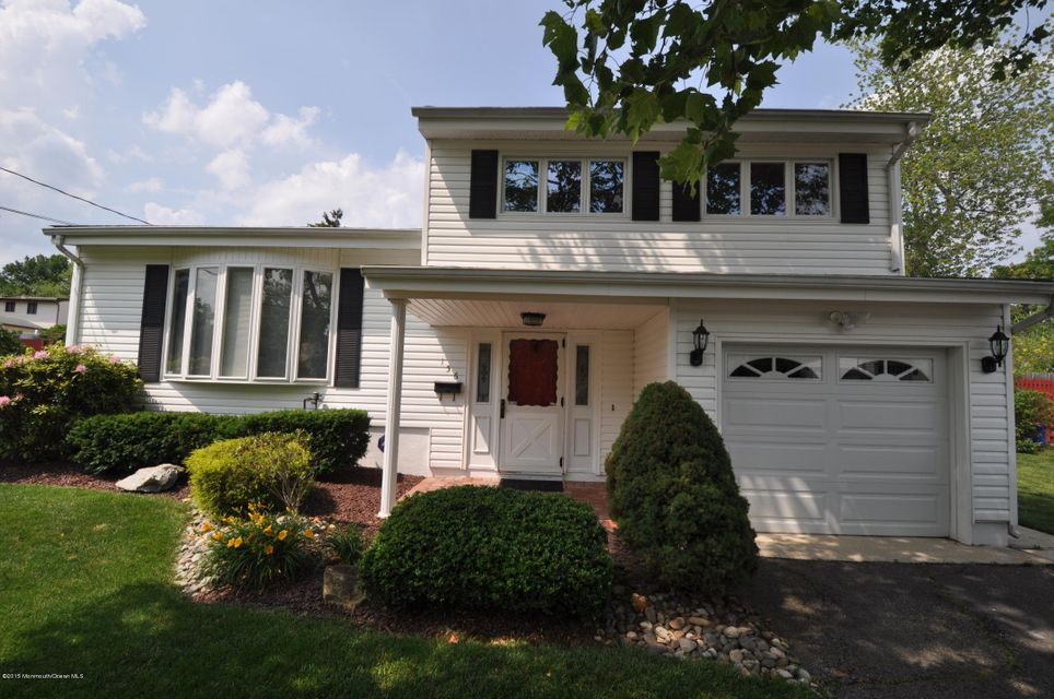 Photo of home for sale at 156 Cindy Street Street, Old Bridge NJ