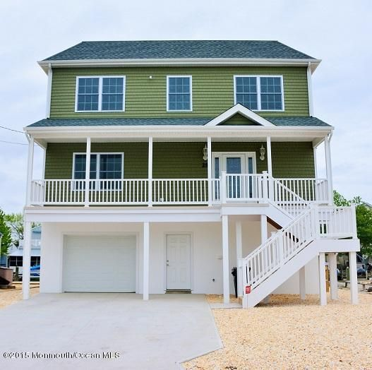 Photo of home for sale at 29 Neptune Road Road, Toms River NJ