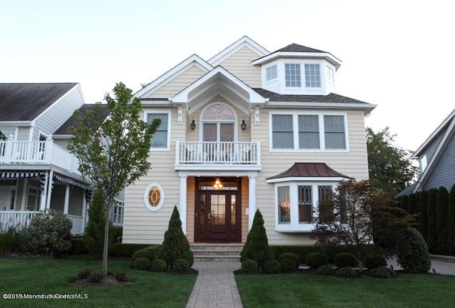 Photo of home for sale at 114 Baltimore Boulevard Boulevard, Sea Girt NJ