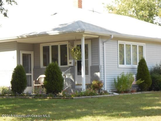 Photo of home for sale at 6 Georgetown Drive Drive, Toms River NJ