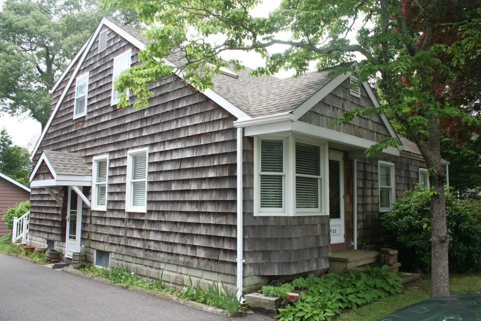 Photo of home for sale at 528 Elizabeth Avenue Avenue, Toms River NJ