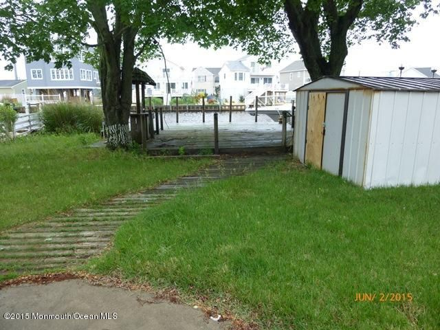Photo of home for sale at 3128 Windsor Avenue Avenue, Toms River NJ