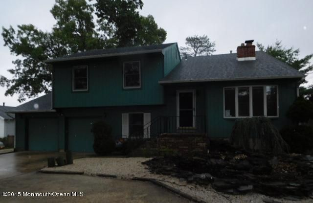 Photo of home for sale at 7 Carter Street Street, Toms River NJ