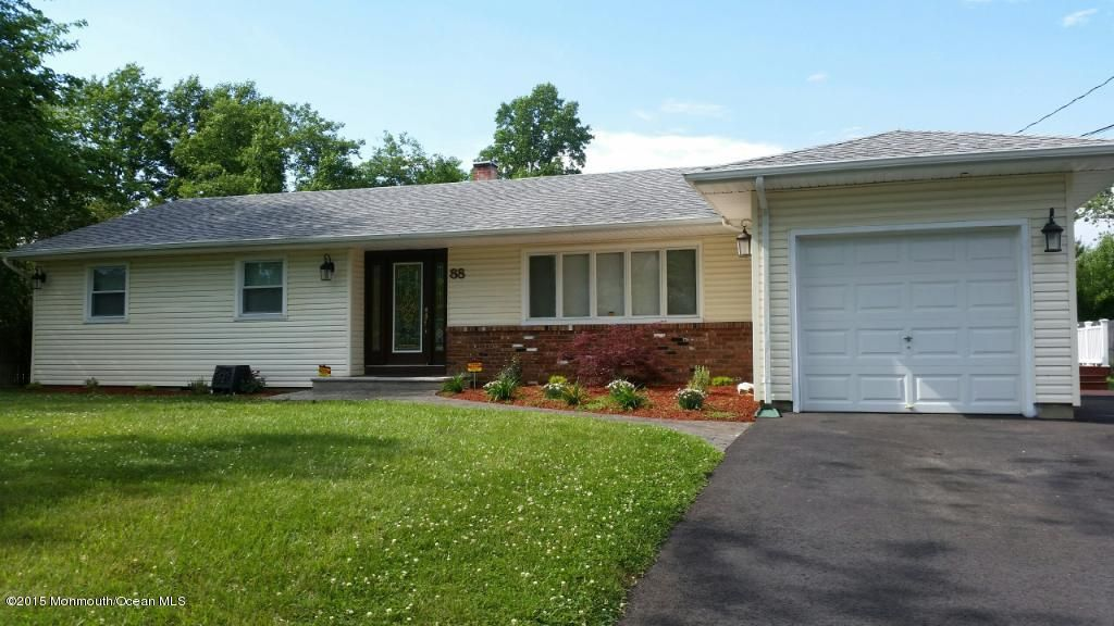 Photo of home for sale at 88 Patrician Drive Drive, Toms River NJ