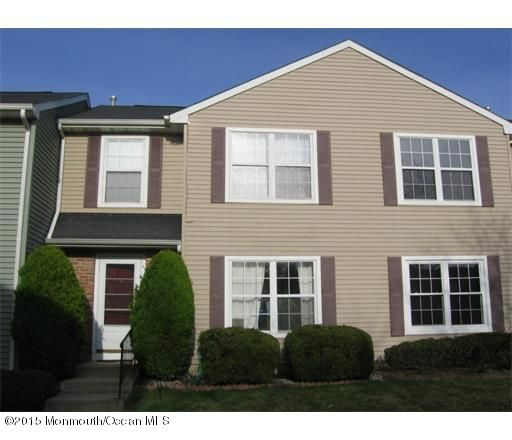 Photo of home for sale at 10 Rodio Court Court, Sayreville NJ