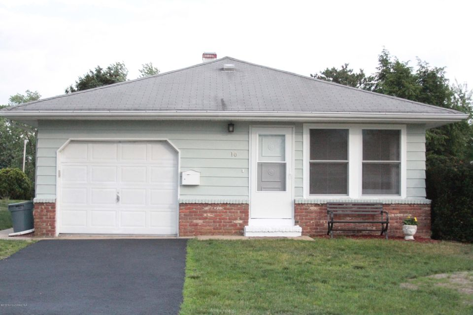 Photo of home for sale at 10 Saint David Drive Drive, Toms River NJ
