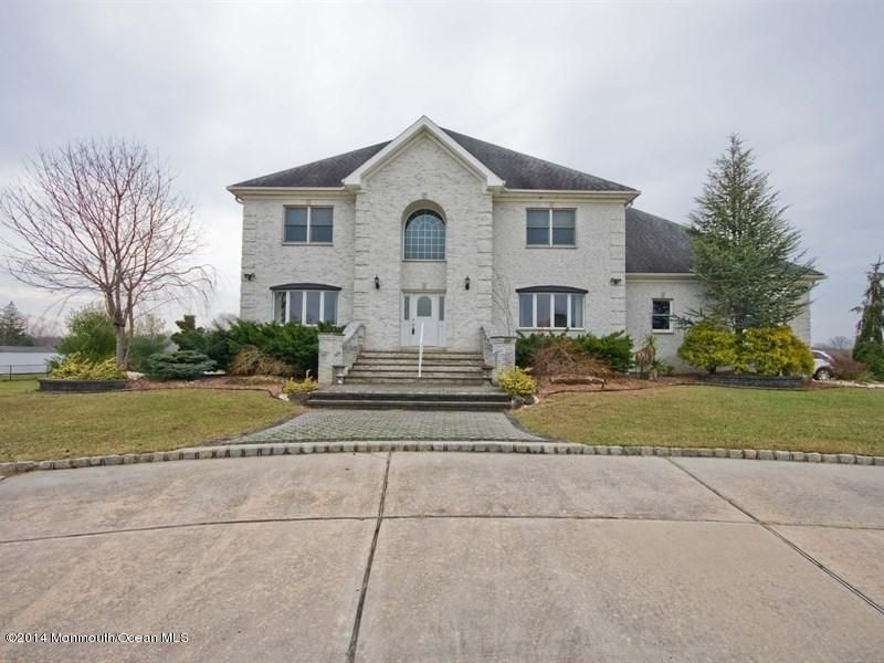 Photo of home for sale at 3 Ella Drive Drive, Millstone NJ