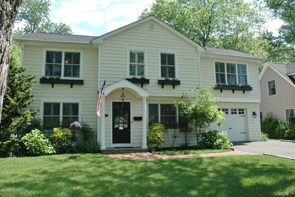 Photo of home for sale at 191 Dartmouth Avenue Avenue, Fair Haven NJ