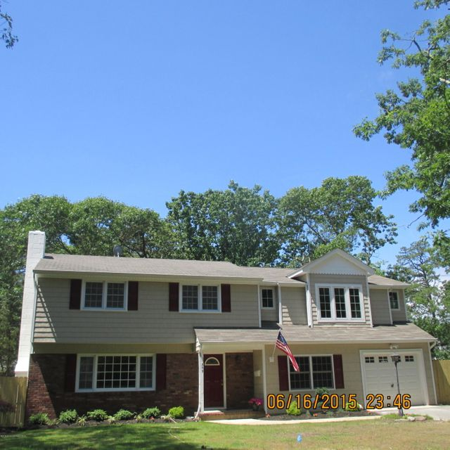 Photo of home for sale at 549 Midway Place Place, Brick NJ