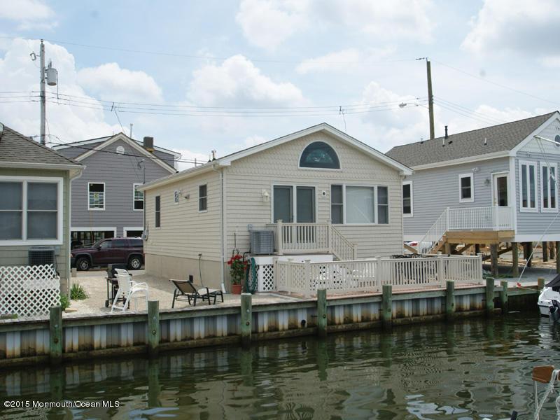 Photo of home for sale at 212 Mallard Lane Lane, Lavallette NJ