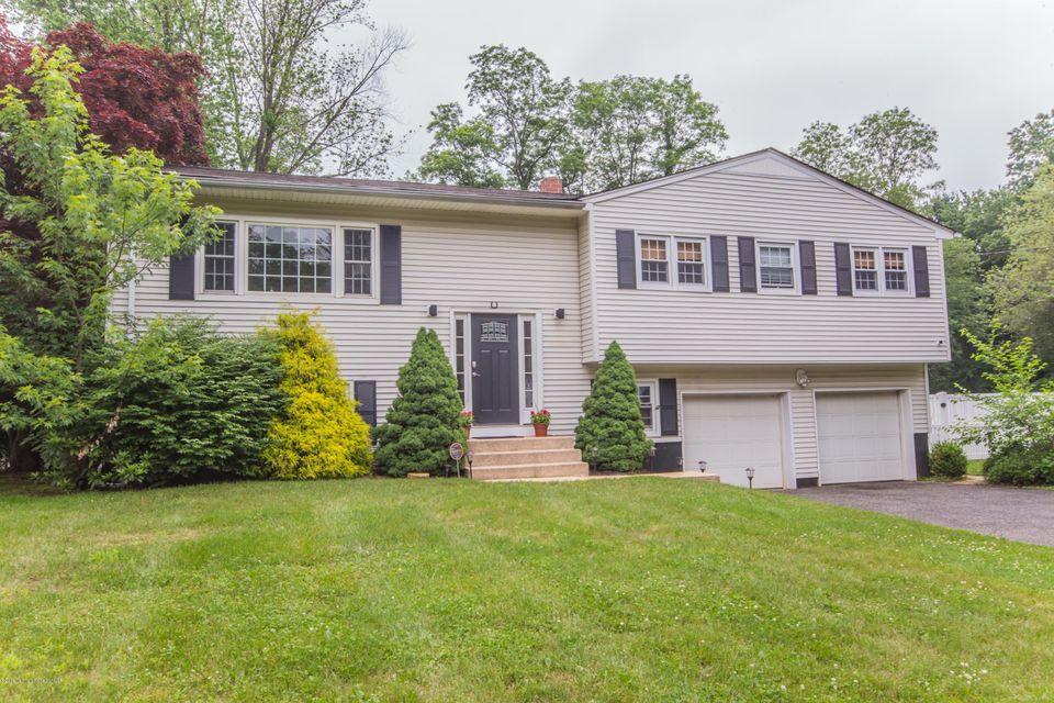 Photo of home for sale at 14 Danemar Drive Drive, Middletown NJ