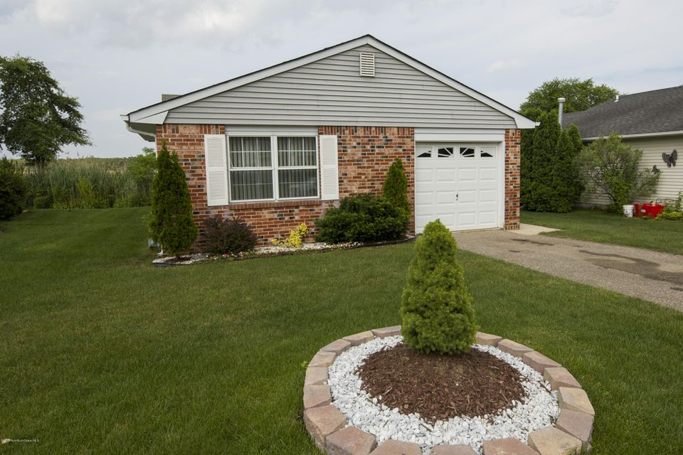 Photo of home for sale at 43 Nautilus Drive Drive, Brick NJ