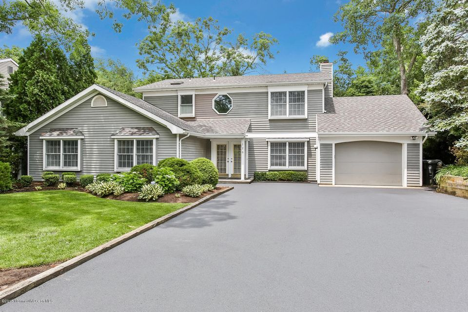 Photo of home for sale at 126 Cranmoor Drive Drive, Toms River NJ