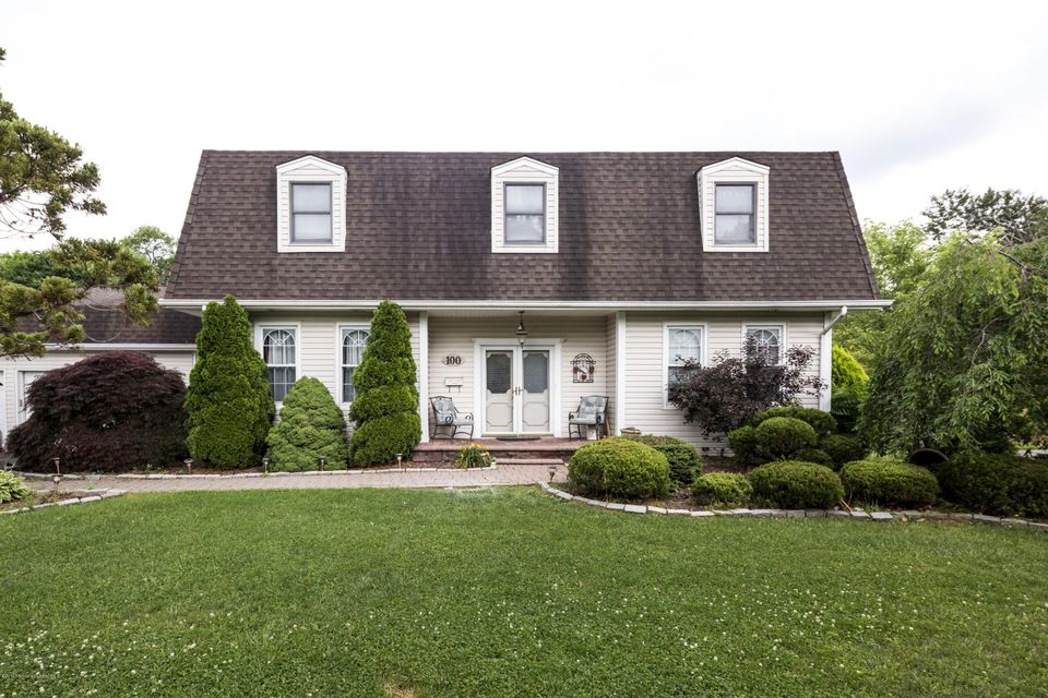 Photo of home for sale at 100 Heritage Drive Drive, Freehold NJ