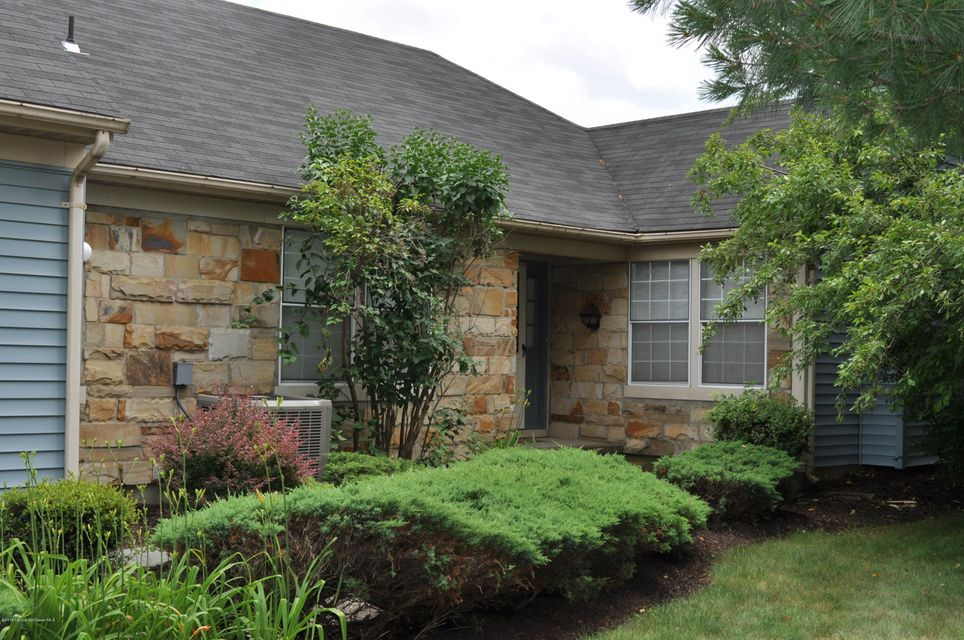 Photo of home for sale at 14 Ethan Allen Drive Drive, Middlesex NJ