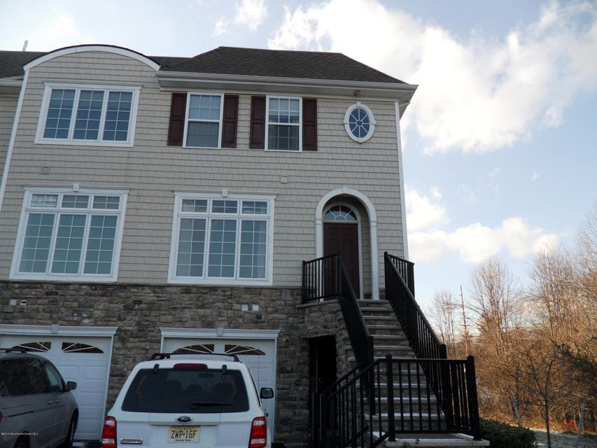 Photo of home for sale at 17 Baker Court Court, Old Bridge NJ