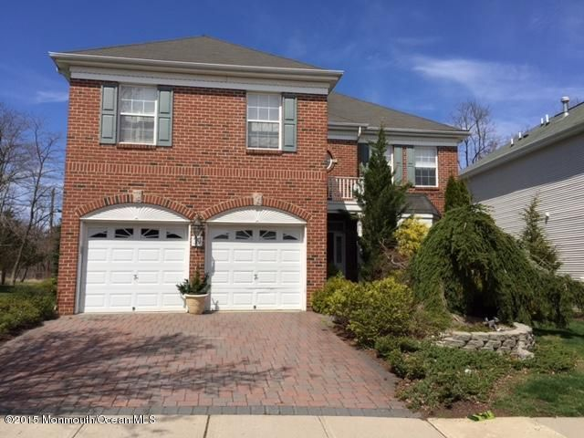Photo of home for sale at 39 Winged Foot Drive Drive, Manalapan NJ