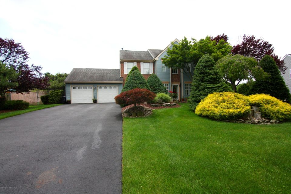 Photo of home for sale at 11 Chatham Drive Drive, Manalapan NJ