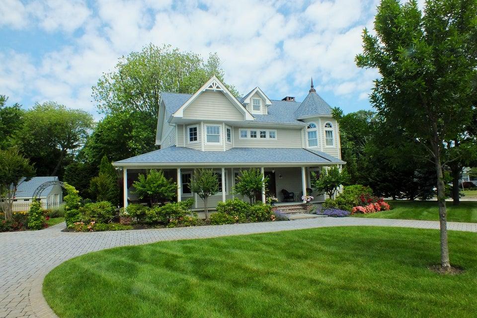 Photo of home for sale at 201 Brielle Avenue Avenue, Brielle NJ