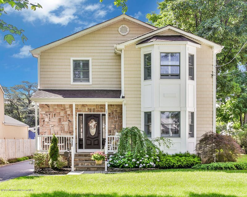 Photo of home for sale at 105 Black Point Road Road, Rumson NJ