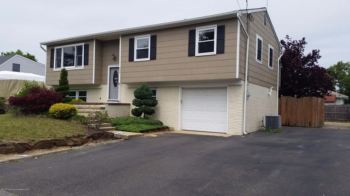 Photo of home for sale at 436 Longboat Avenue Avenue, Beachwood NJ