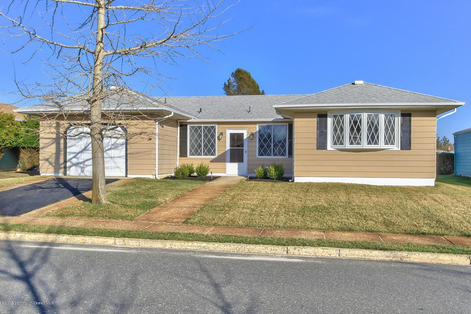 Photo of home for sale at 127 Bimini Drive Drive, Toms River NJ