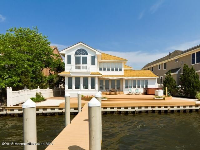 Photo of home for sale at 113 Pershing Boulevard Boulevard, Lavallette NJ