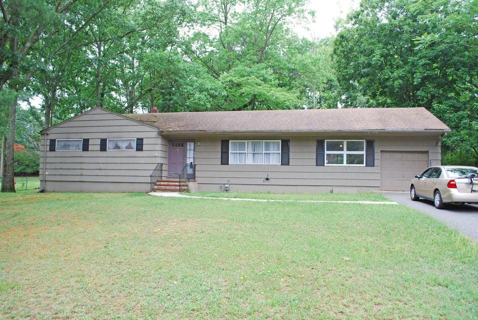 Photo of home for sale at 14 Sylvan Drive Drive, Tinton Falls NJ