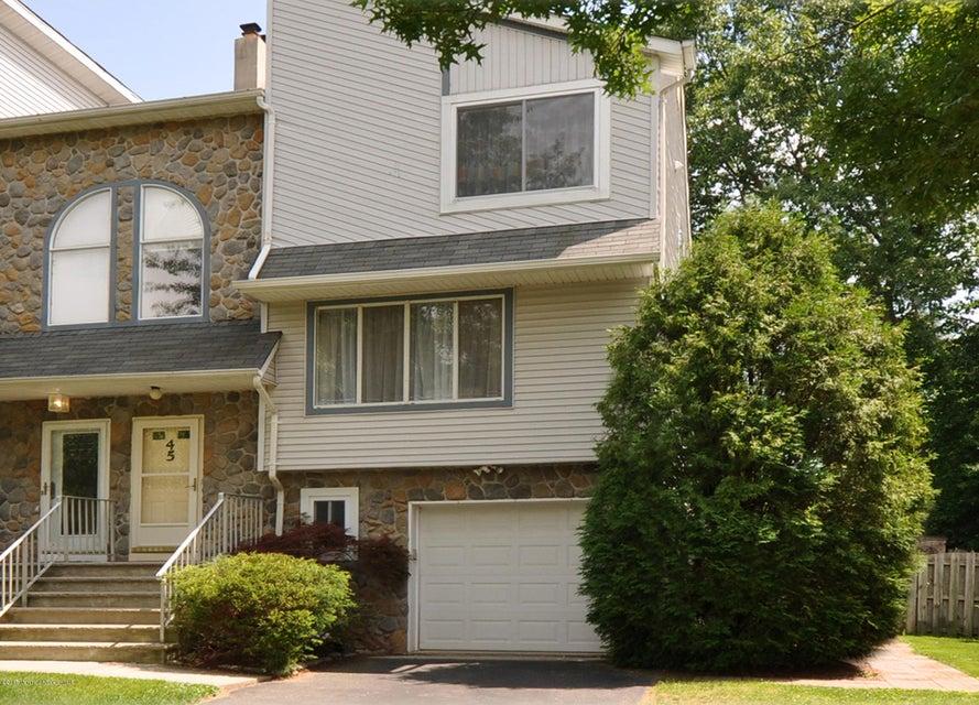 Photo of home for sale at 45 Lone Star Lane Lane, Manalapan NJ