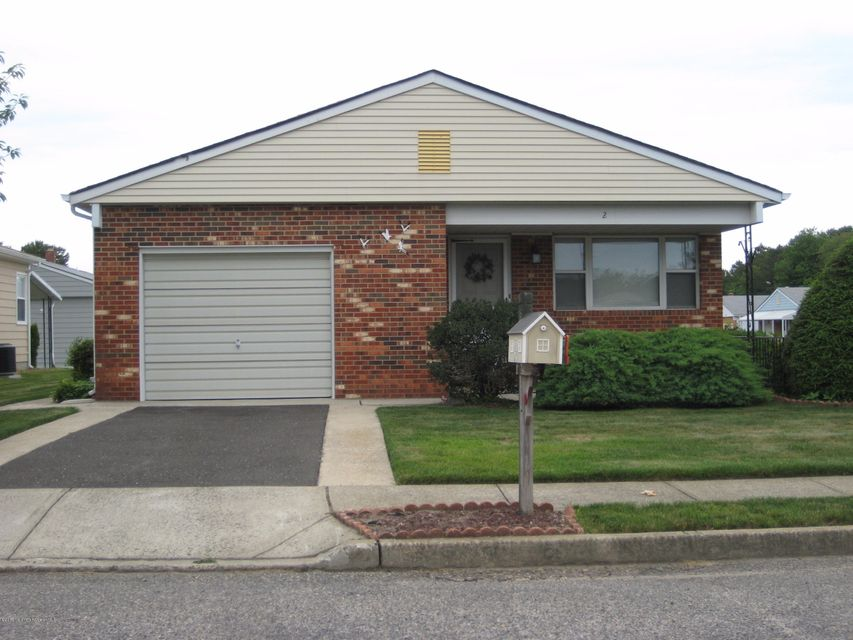 Photo of home for sale at 2 Lyford Court Court, Toms River NJ