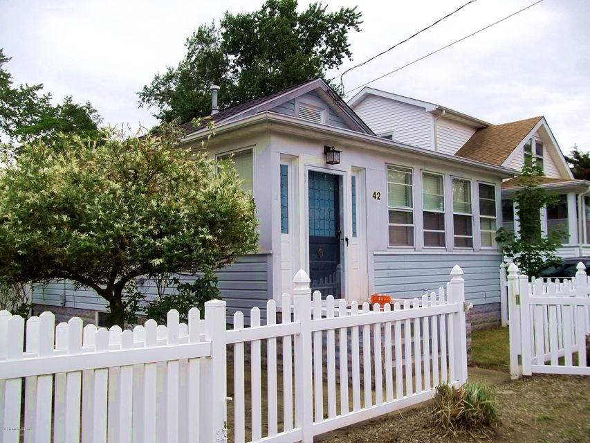 Photo of home for sale at 42 Point Pleasant Avenue Avenue E, Ocean Gate NJ