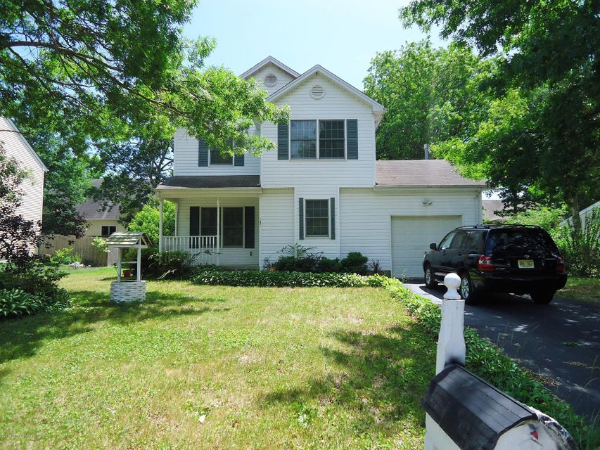 Photo of home for sale at 181 Outboard Avenue Avenue, Manahawkin NJ