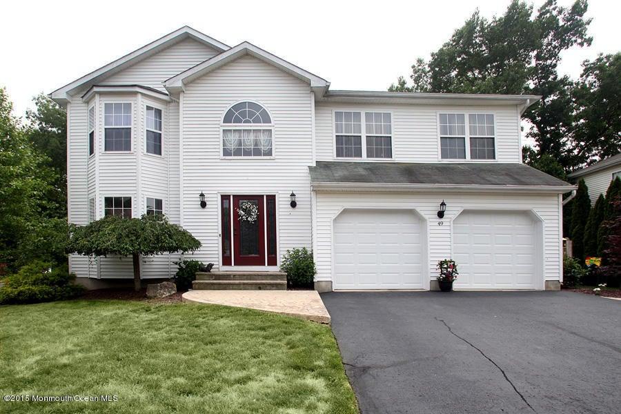 Photo of home for sale at 49 Diamond Lane Lane, Howell NJ