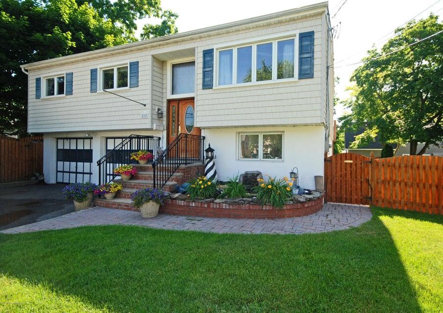 Photo of home for sale at 30 Brevent Avenue Avenue, Leonardo NJ