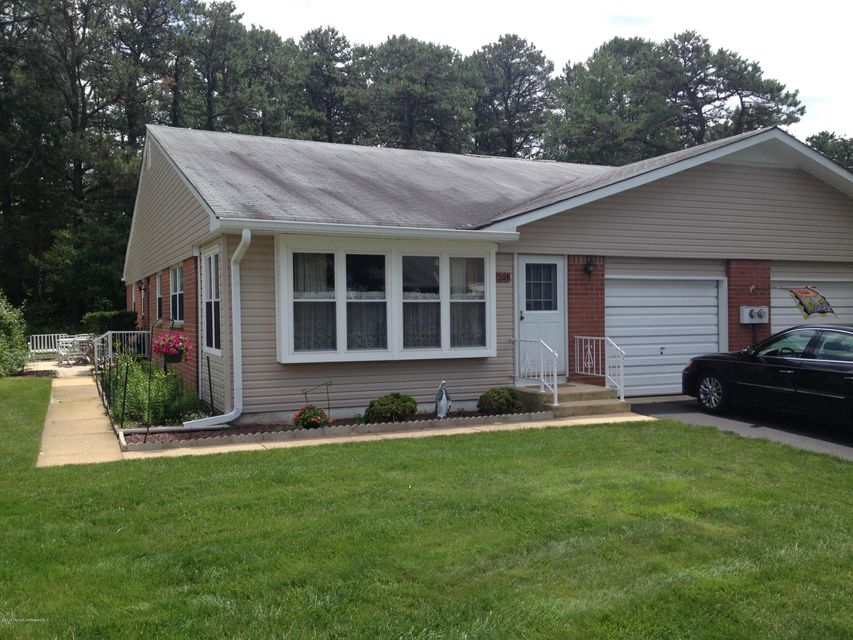 Photo of home for sale at 50 Hudson Parkway Parkway, Whiting NJ