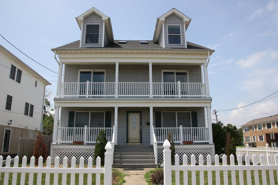 Photo of home for sale at 135 Beachway Avenue Avenue, Keansburg NJ
